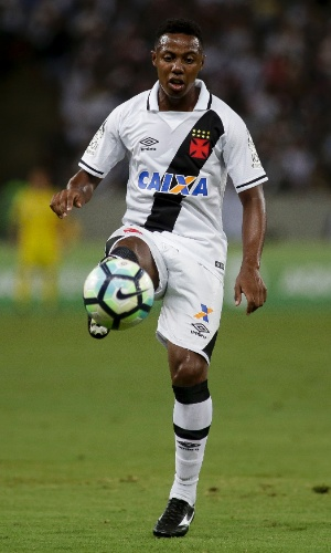 Wellington domina a bola durante clássico entre Vasco e Botafogo
