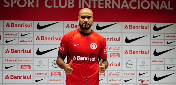 Zagueiro Rodrigo Moledo voltou a treinar normalmente com o time do Internacional