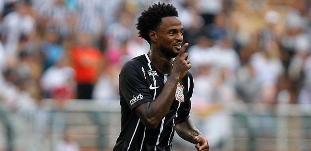 Renê Júnior voltou a ser escalado como titular em treino do Corinthians