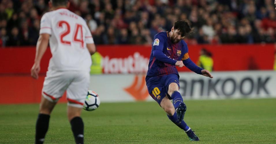 Messi finaliza para marcar o segundo gol do Barça contra o Sevilla