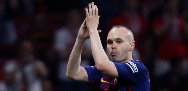 Iniesta está de saída do Barcelona após anos com a equipe