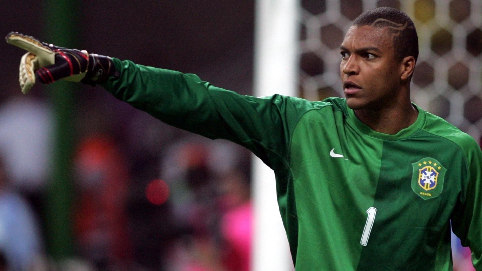 Dida, goleiro da seleção brasileira, orienta a equipe durante a Copa do Mundo de 2006