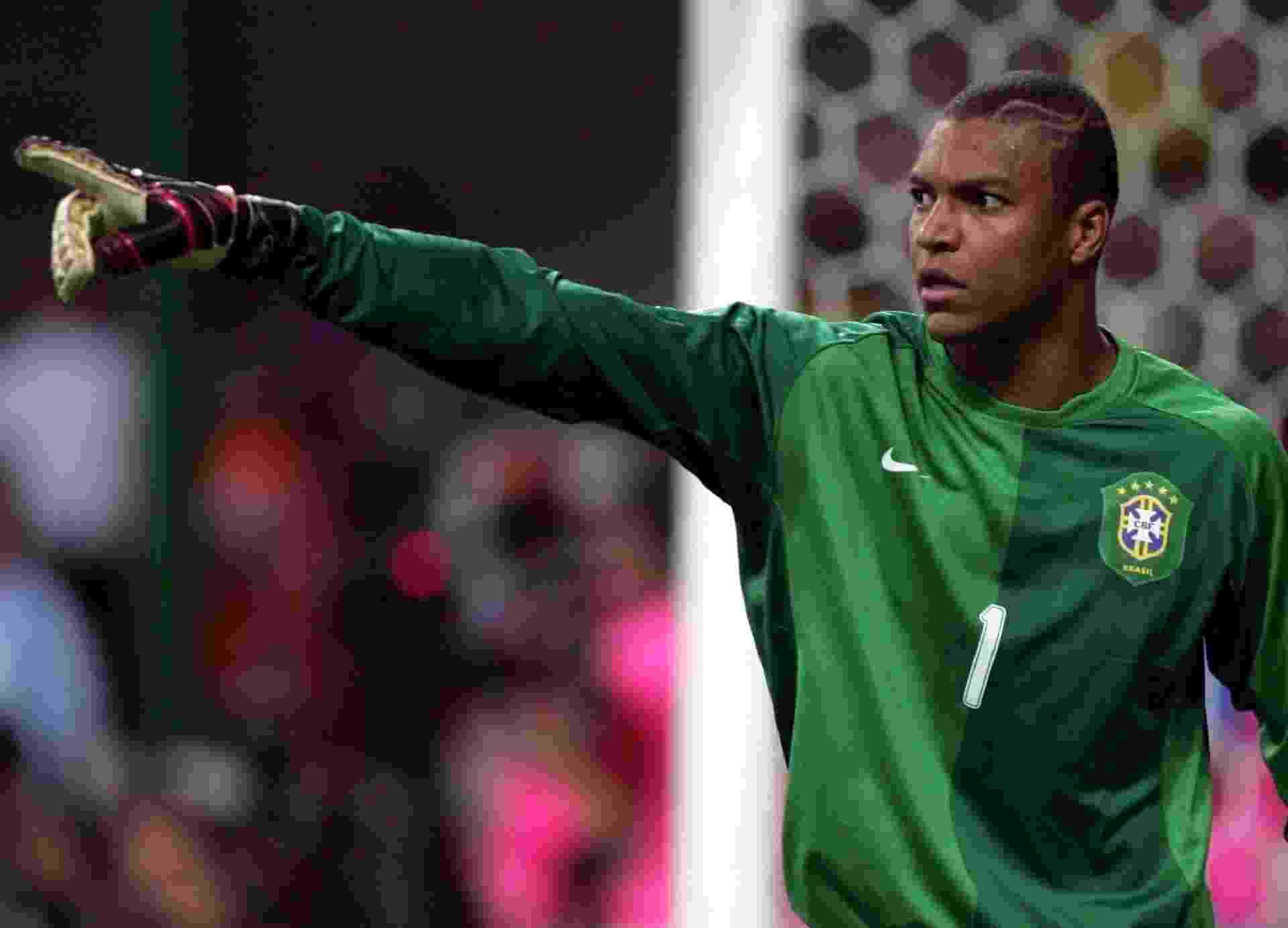 Dida, goleiro da seleção brasileira, orienta a equipe durante a Copa do Mundo de 2006 - undefined