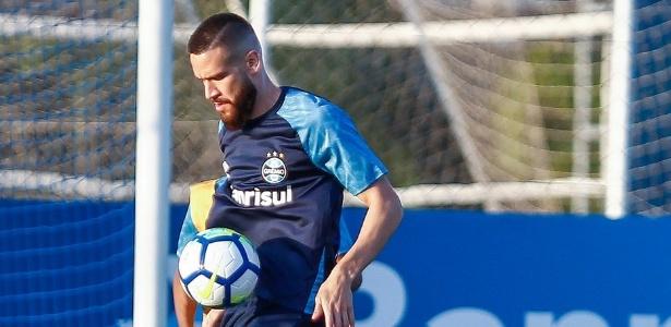 Marcelo Oliveira em treino do Grêmio; jogador deve ser titular contra o Corinthians