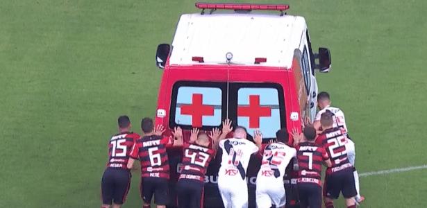 Jogadores de Fla e Vasco empurram ambulância no Mané Garrincha