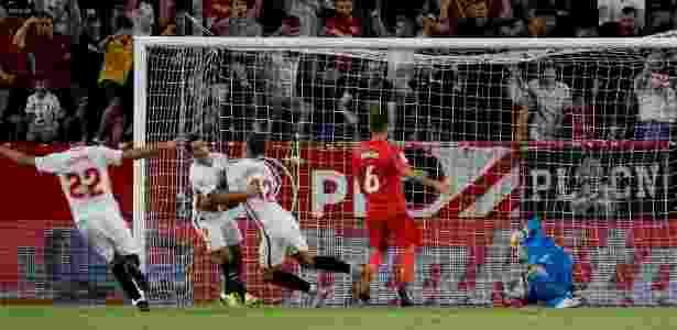 Sevilla comemora o primeiro gol de André Silva contra o Real Madrid - REUTERS/Marcelo Del Pozo