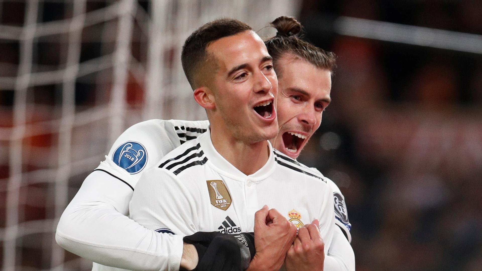 Gareth Bale abraça Lucas Vázquez após segundo gol do Real Madrid sobre a Roma