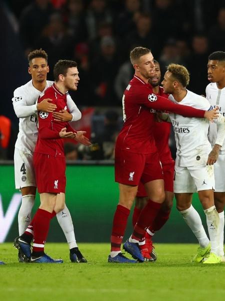 Uefa investiga uso de sinalizadores em estádio na partida entre Paris Saint-Germain e Liverpool - Clive Rose/Getty Images
