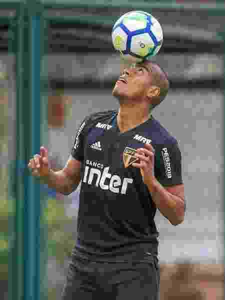 Lateral direito Régis durante passagem pelo São Paulo - Bruno Riganti/AGIF - Bruno Riganti/AGIF