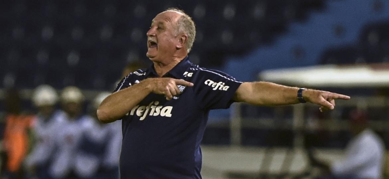 Felipão em jogo Junior Barranquilla x Palmeiras - Joaquin Sarmiento/AFP