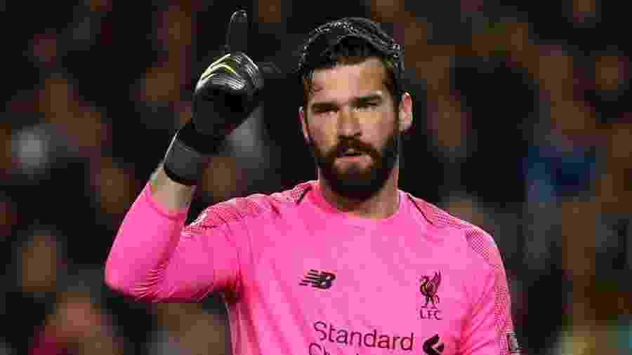 Alisson, goleiro do Liverpool, foi o único brasileiro escolhido por torcedores na seleção do ano da Uefa - Sergio Perez/Reuters