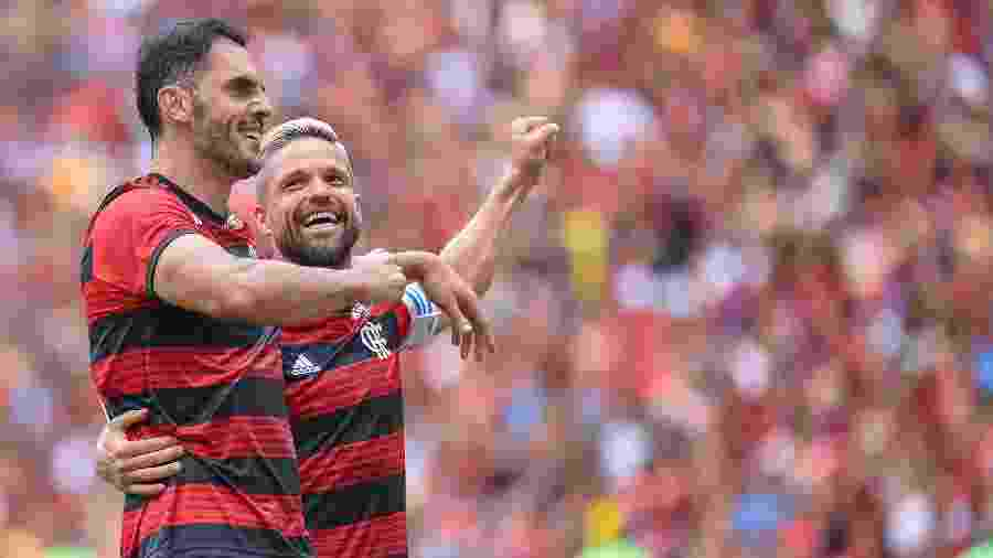 Rhodolfo e Diego comemoram gol do Flamengo - Thiago Ribeiro/AGIF