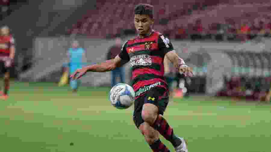 Yan, jogador do Sport, comemora seu gol com os jogadores durante partida contra o Guarani pelo Campeonato Brasileiro B - Caio Falcao/AGIF
