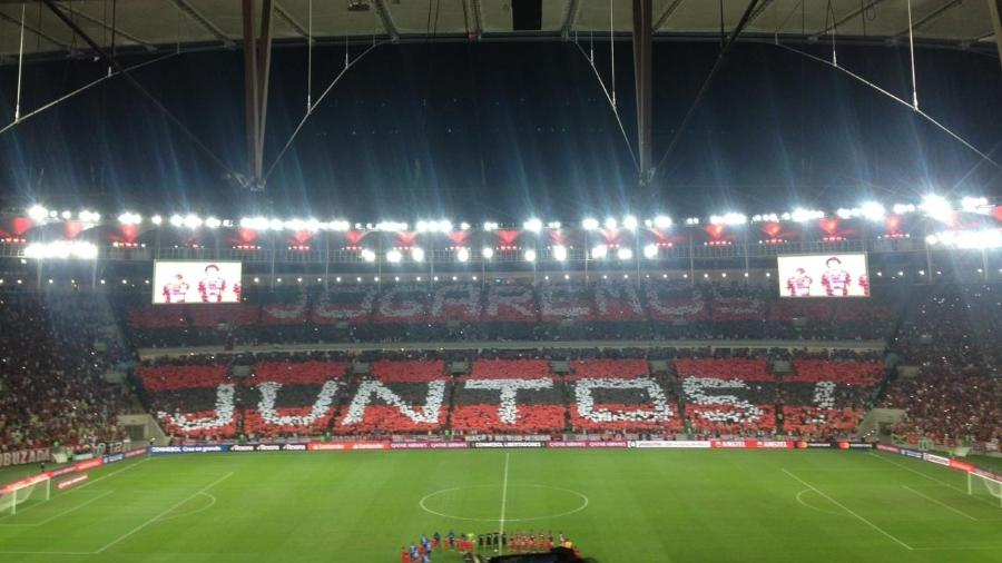 Torcida do Flamengo fez um mosaico no Maracanã: clube será julgado por possíveis incidentes - Leo Burlá / UOL Esporte