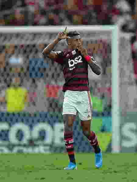 Bruno Henrique comemora gol do Flamengo contra o Ceará - Thiago Ribeiro/AGIF