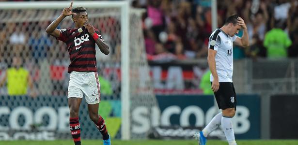 Campeonato Brasileiro   De virada, Flamengo faz 4 a 1 no Ceará no Maracanã e ergue a taça