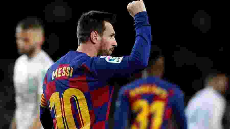 Messi comemora gol contra o Granada, um dos 24 que já marcou nesta temporada - Albert Gea/Reuters