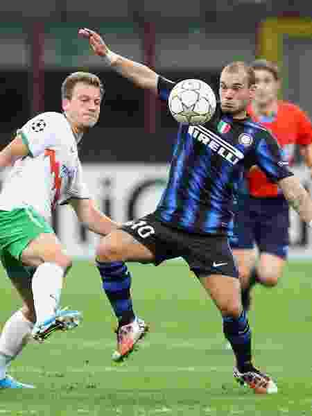 Holandês chegou em casa às 6h depois de balada com George Clooney e Megan Fox; depois, fez até gol na vitória por 4 a 0 sobre o Werder Bremen em 2010 - Joern Pollex/Bongarts/Getty Images
