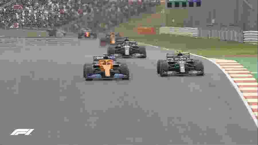 Sainz chegou a liderar com a McLaren em Portugal, mas acabou uma volta atrás - Divulgação/F-1