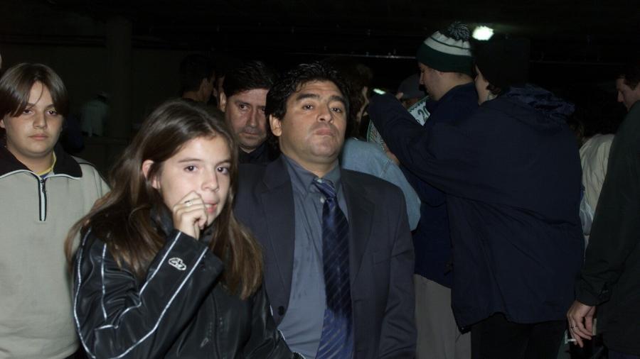 Taça Libertadores da América 2000: o ex-jogador argentino Diego Maradona ao lado de sua filha Dalma, no estádio do Morumbi, em São Paulo (SP); Maradona comentou o jogo entre Palmeiras e Boca Juniors para o canal de esportes PSN - Evelson de Freitas/Folhapress