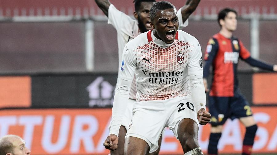 Kalulu comemora o segundo gol do Milan contra o Genoa - FILIPPO MONTEFORTE/AFP