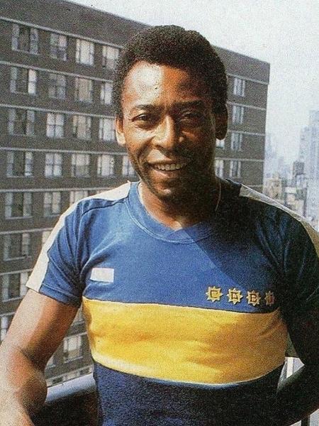 Pelé posa com a camisa do Boca em 1981 - Reprodução El Gráfico