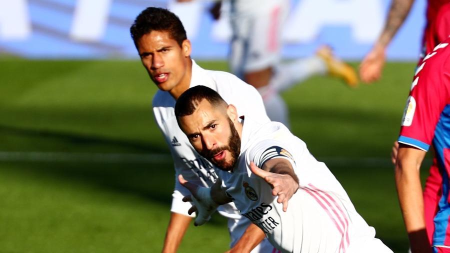 Benzema comemora gol do Real Madrid contra o Elche - REUTERS/Sergio Perez