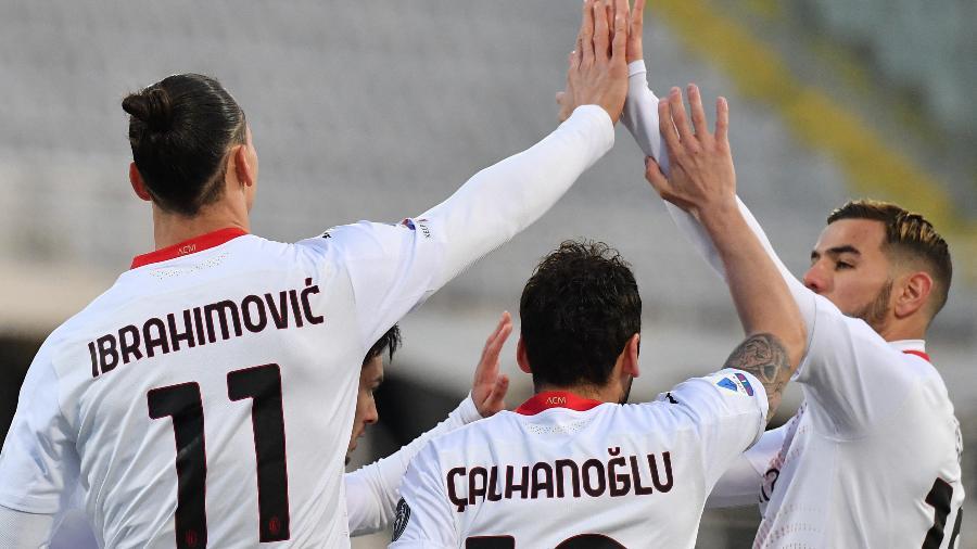 Ibrahimovic marcou o primeiro gol do Milan contra a Fiorentina - OLI SCARFF/AFP