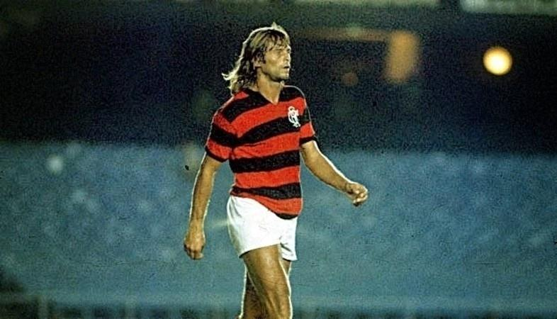 Doval, na época em que jogava no Flamengo