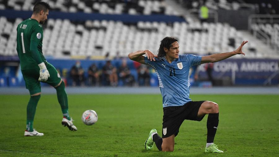 Edinson Cavani comemora gol de pênalti pelo Uruguai em jogo contra o Paraguai pela Copa América - CARL DE SOUZA/AFP via Getty Images