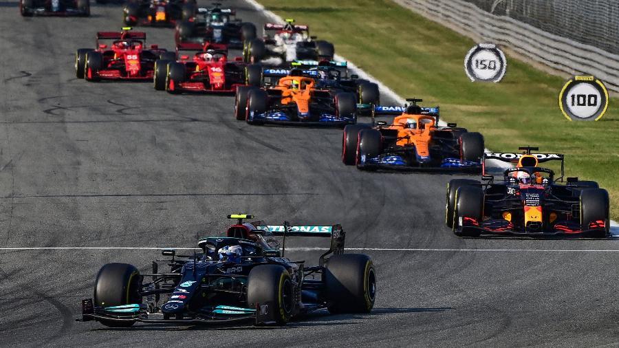 Valteri Bottas na liderança do sprint do GP de Monza, em um dos testes do formato sprint - ANDREJ ISAKOVIC / AFP