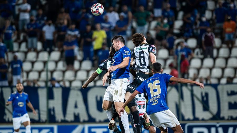 Jogo entre Cruzeiro e Operário foi encerrado com muitas polêmicas envolvendo arbitragem - Bruno Haddad/Cruzeiro