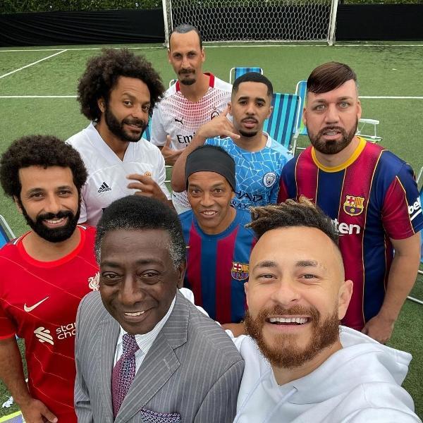 Homem que simula ser o jogador do Barcelona foi alvo de brincadeiras