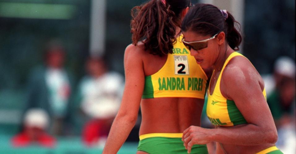 26.jul.1996 - Sandra Pires (e) e Jackie Silva (d) disputam ouro olímpico de Atenas-1996 contra Adriana e Mônica
