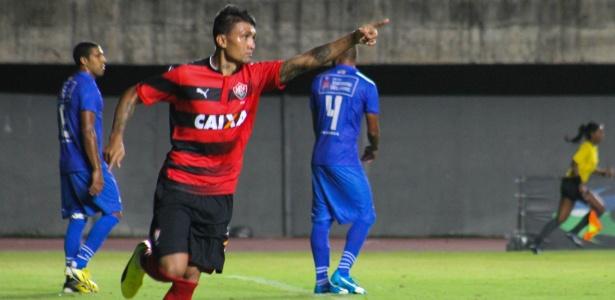 Atacante Kieza deixa o Vitória (foto) para assinar contrato de dois anos com o Botafogo