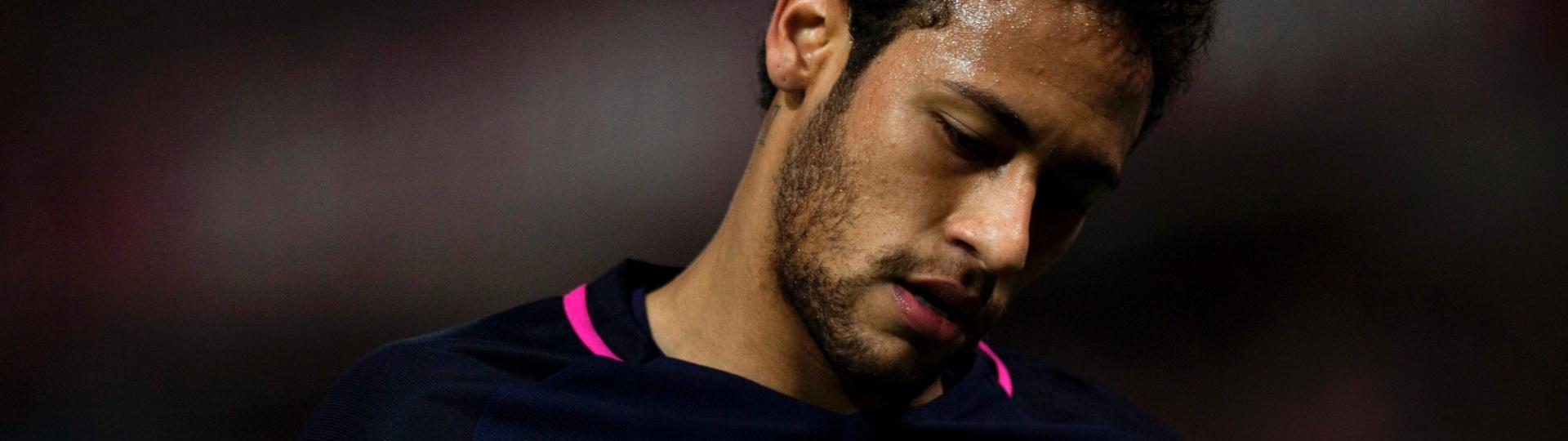 Neymar em ação pelo Barcelona em partida contra o Granada