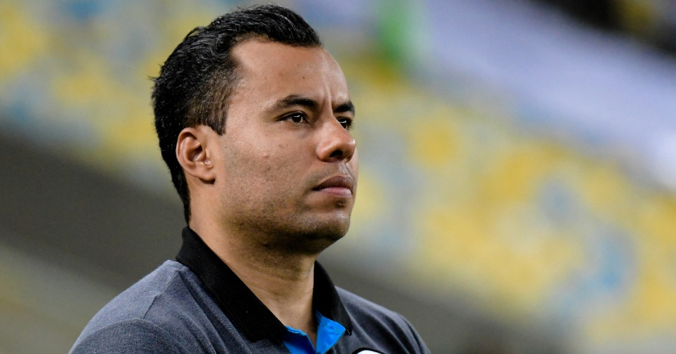 O treinador Jair Ventura, do Botafogo, acompanha o clássico contra o Vasco