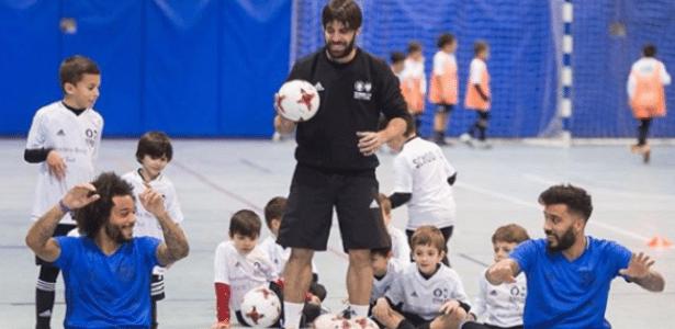 Marcelo participa de atividade com crianças na Espanha
