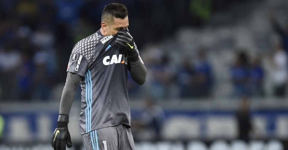 Diego Alves, goleiro do Flamengo, lamenta eliminação da Copa Libertadores