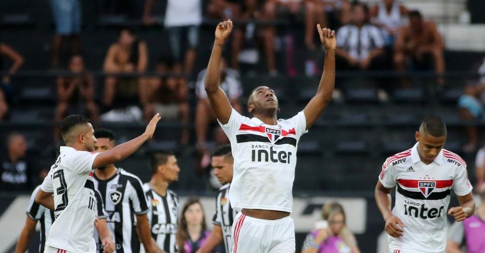 Gonzalo Carneiro comemora o segundo gol do São Paulo diante do Botafogo