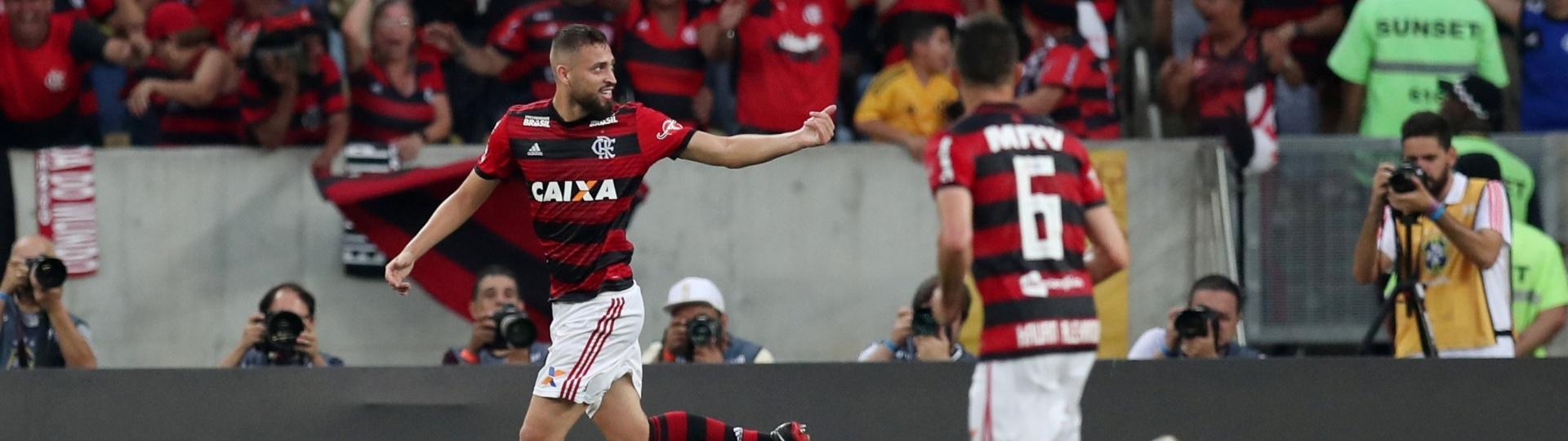Léo Duarte comemora após marcar o segundo gol do Flamengo sobre o Fluminense