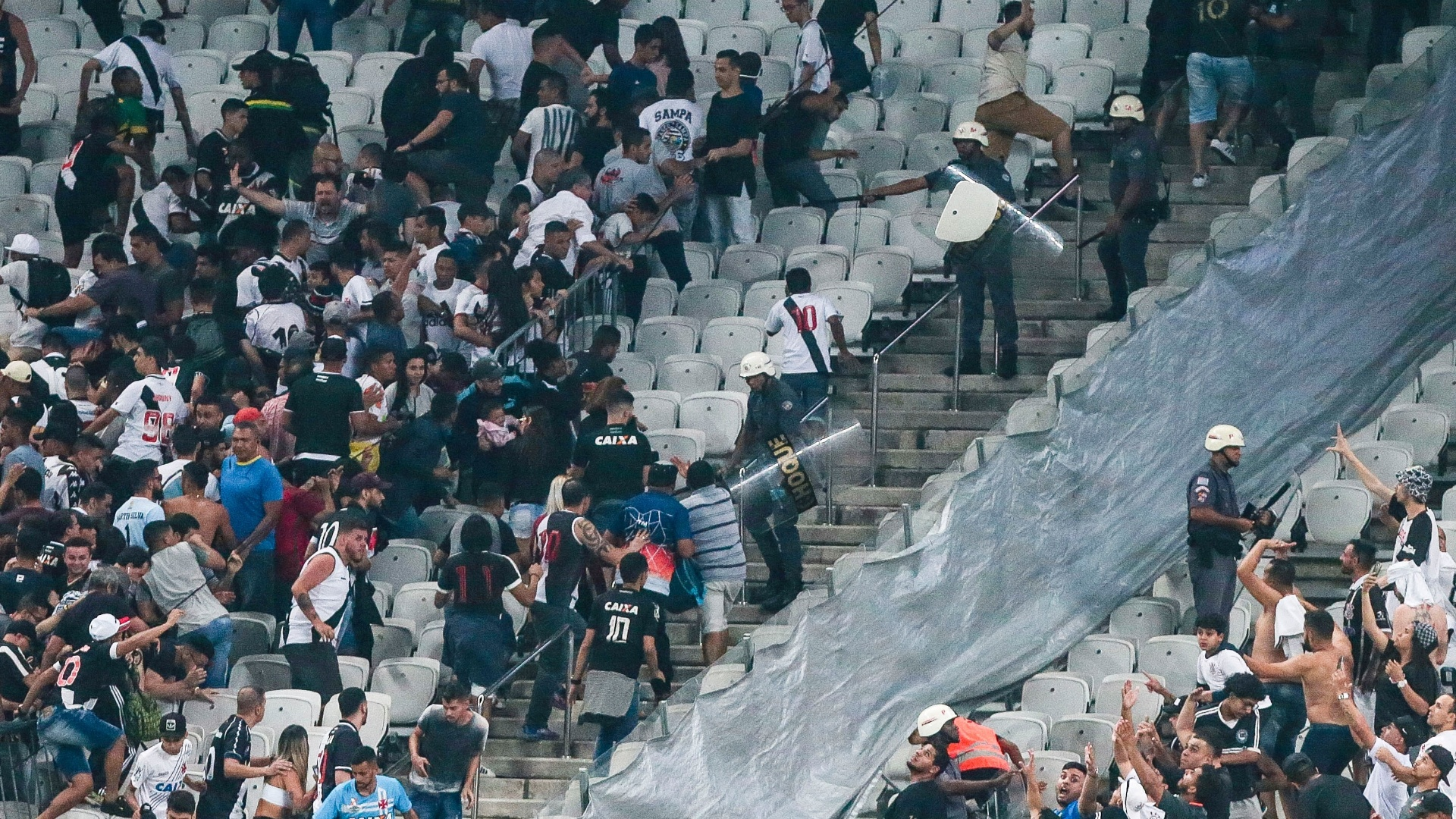 Correria em setor visitante da Arena Corinthians marca final de partida contra o Vasco
