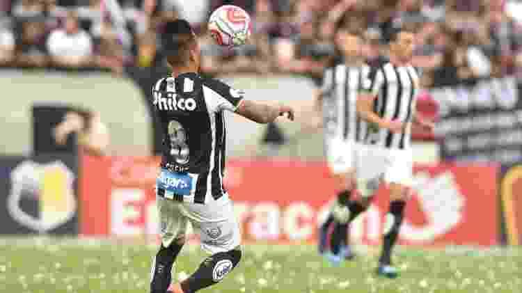 Cueva domina bola em clássico entre Santos e Corinthians - Ivan Storti/Santos FC - Ivan Storti/Santos FC