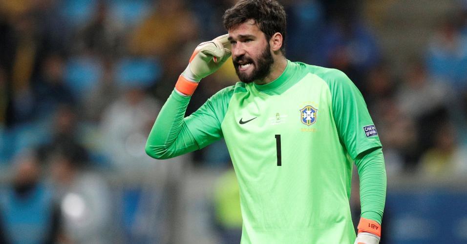 Alisson no jogo Brasil x Paraguai pela Copa América