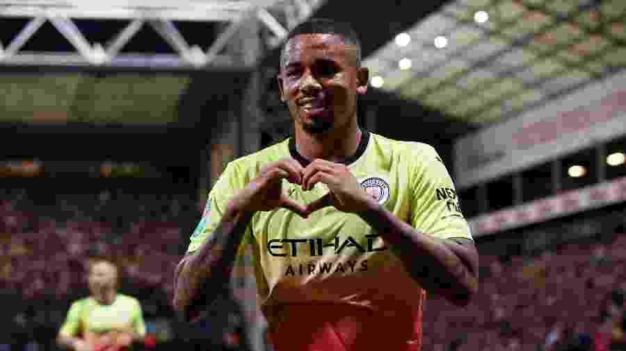 Gabriel Jesus comemora após marcar para o Manchester City contra o Preston pela Copa da Liga Inglesa - Alex Livesey/Getty Images