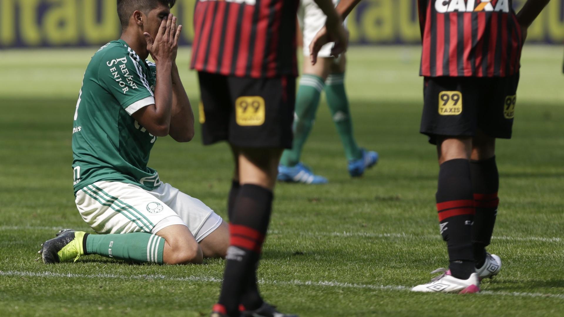 Jogadores do Palmeiras lamentam gol de Walter para o Atlético-PR no Allianz Parque