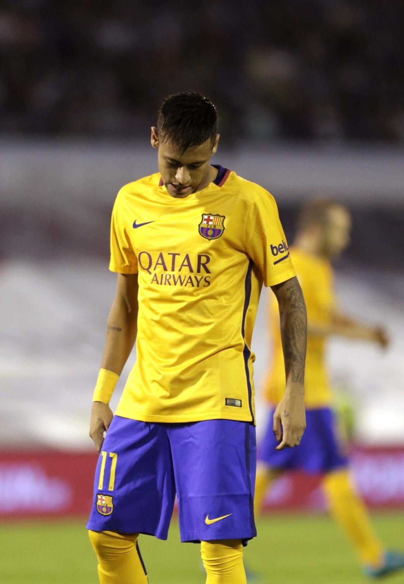Neymar fica cabisbaixo após a goleada sofrida pelo Barcelona contra o Celta de Vigo