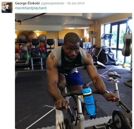 George Elokobi, lateral-esquerdo camaronês, mostra seu treino físico na academia