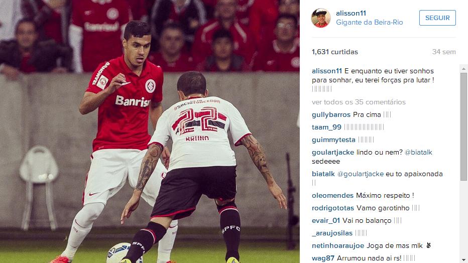 Alisson Farias em ação pelo Internacional contra o São Paulo