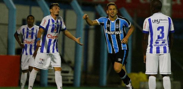 Bobô tem ótima média, mas está no fim da fila por chance no time do Grêmio
